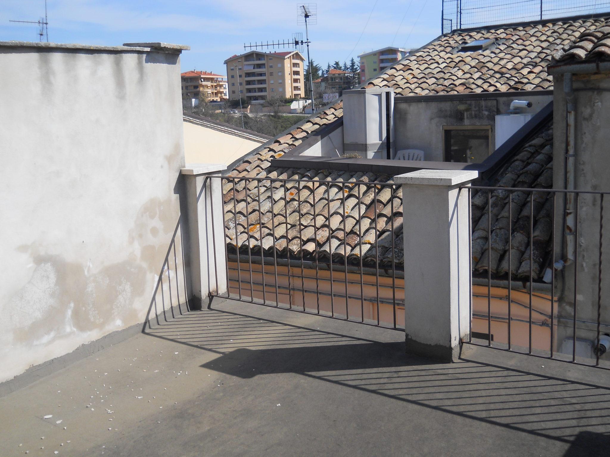 LANCIANO CENTRO, CASA CON TERRAZZO